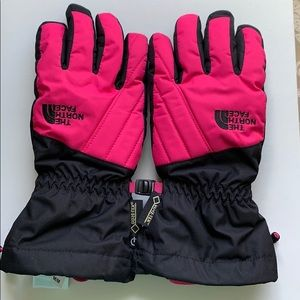 NWOT-girls m the north face Gore-Tex gloves.